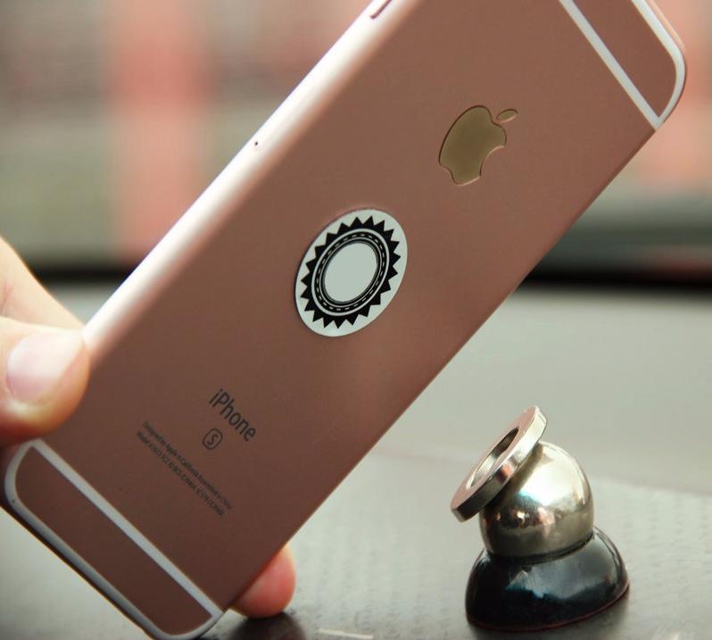 Univerzální magnetický držák na mobilní telefon do auta